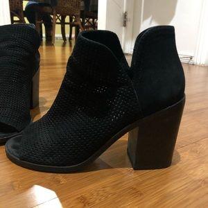 Steve Madden black heeled booties